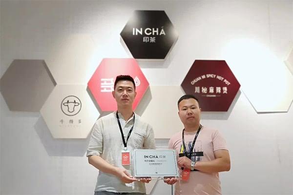 恭喜侯先生和王先生签约包头印茶单店