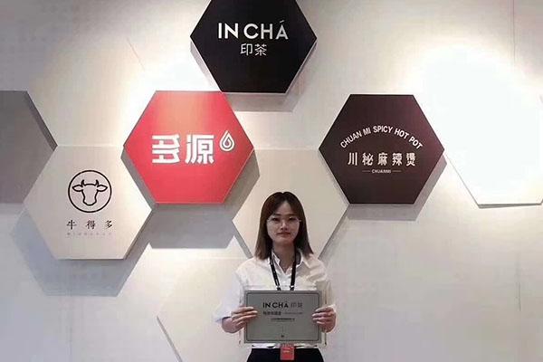 恭喜刘小姐签约广西玉林印茶单店